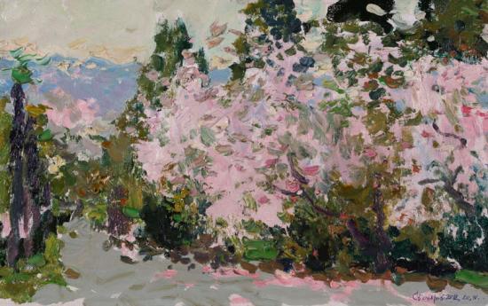 Ялта. Воздушное цветение дикого персика у театра А. П. Чехова